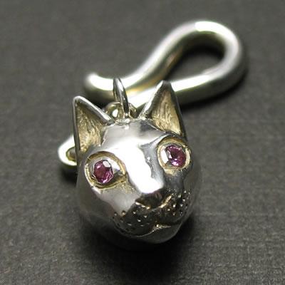 ぜひかわいがって欲しい猫のシルバーペンダント「CAT PENDANT」