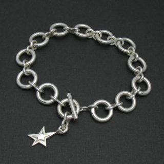 星のチャームがついたシンプルなブレスレット「O-LINK BRACELET」