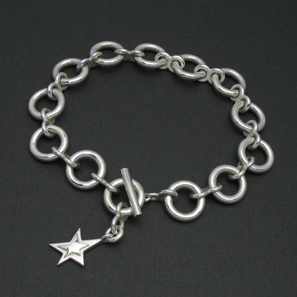 星のチャームがついたシンプルなシルバーブレスレット「O-LINK BRACELET」