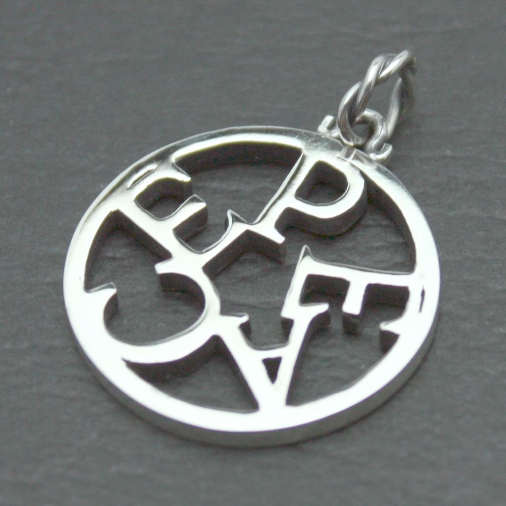 PEACEを星状にロゴデザインしたシルバーペンダント「PEACE COIN PENDANT」