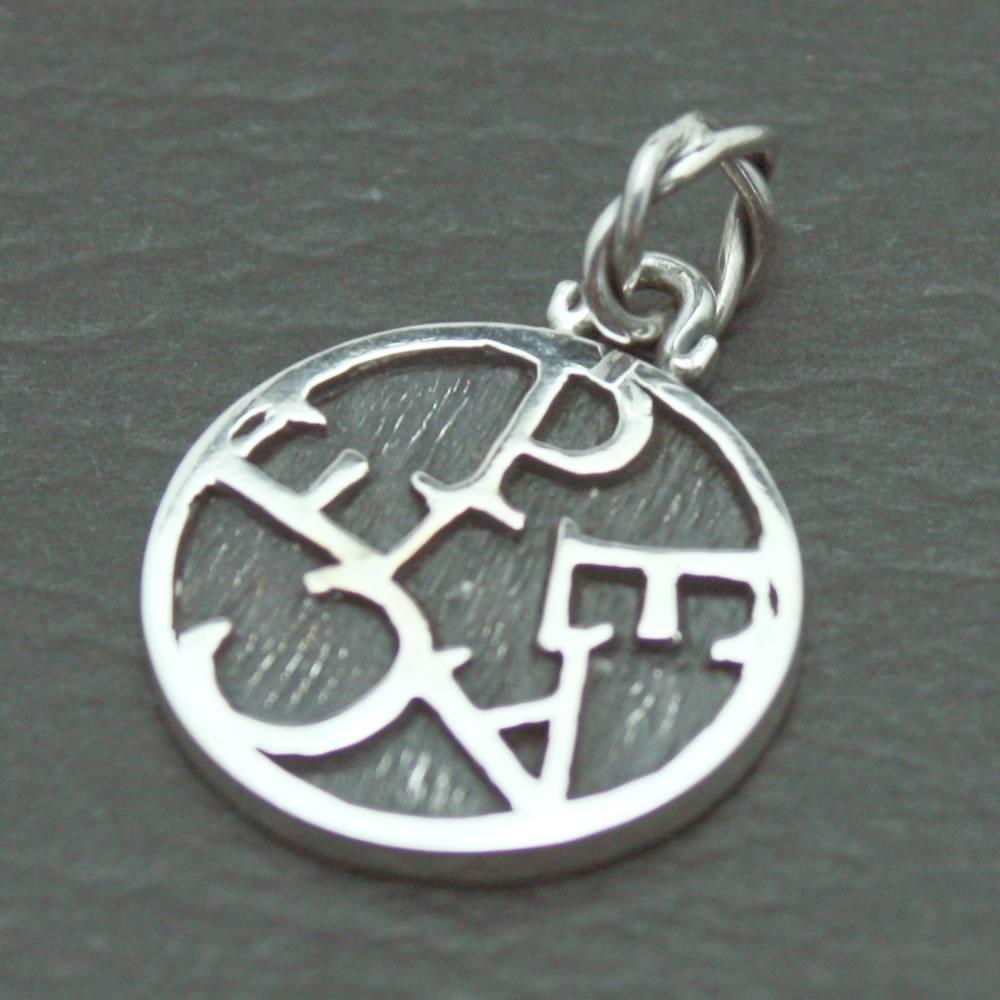 小さいコインにPEACEを星状にロゴデザインしたペンダント「PEACE MINI COIN PENDANT」