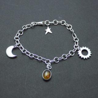 星・太陽・月を腕に巻きつけプラネタリウムしたシルバーブレスレット「PLANET BRACELET」